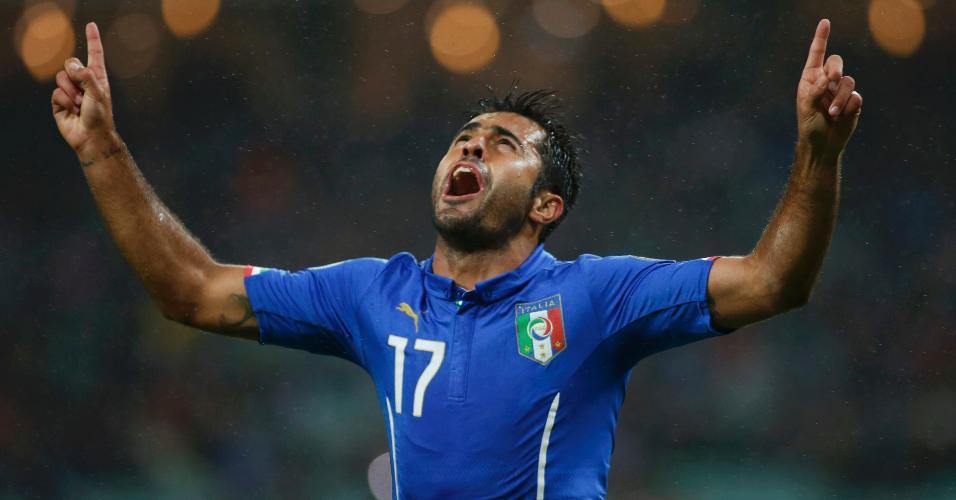 Éder comemora gol marcado para a Itália