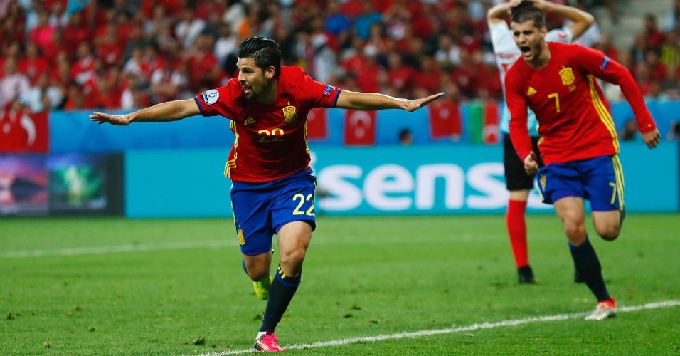 Nolito comemora segundo gol da Espanha contra Turquia