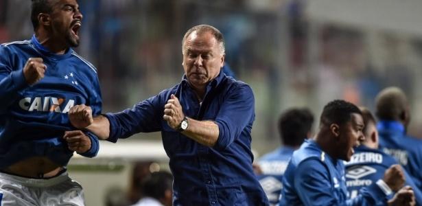 mano Menezes vai ser obrigado a modificar o Cruzeiro