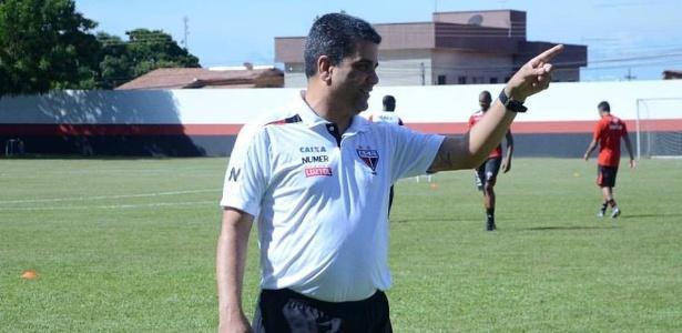 Marcelo Cabo, técnico do Atlético-GO, falou pela primeira vez sobre o sumiço