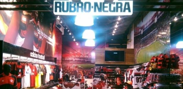14749c9fb Vascaínos tentam invadir e danificam loja do Flamengo no Santos Dumont