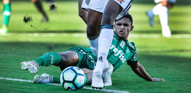 Erik em ação pelo Palmeiras; atacante perdeu espaço em 2017 e deve ser emprestado