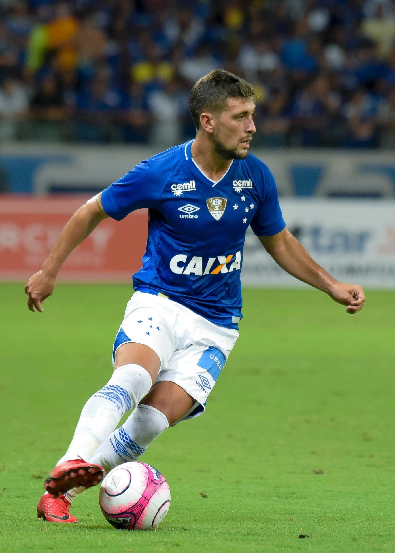 Cruzeiro renova por dois anos com Arrascaeta e aumenta multa para R  120 mi  - 20 02 2018 - UOL Esporte 7ec148c0eb36f