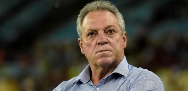 Abel Braga não é mais técnico do Fluminense. Ele entregou o cargo neste sábado