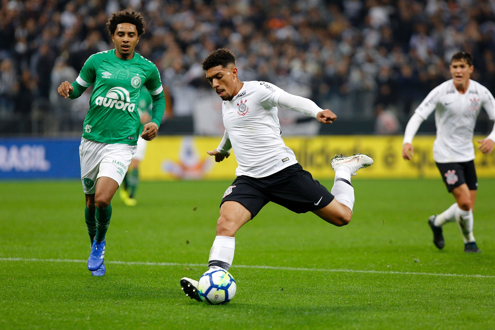 Corinthians tenta se adaptar a Douglas enquanto Maycon brilha na Champions  - 21 09 2018 - UOL Esporte be769d5c4cfe3