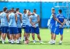 Grêmio sofre, mas mantém contratação de novo zagueiro nos planos