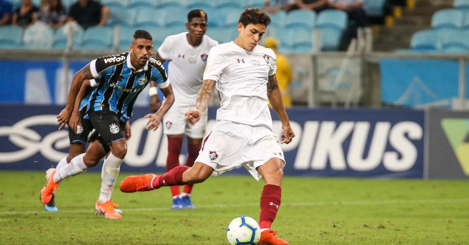 Pedro converte pênalti para o Fluminense contra o Grêmio