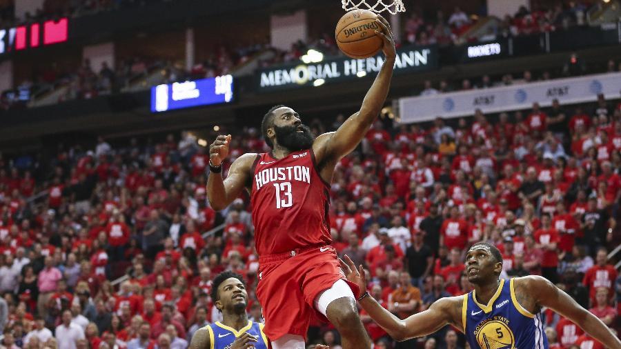 James Harden durante um jogo entre Houston Rockets e o Golden State Warriors - Troy Taormina-USA TODAY Sports