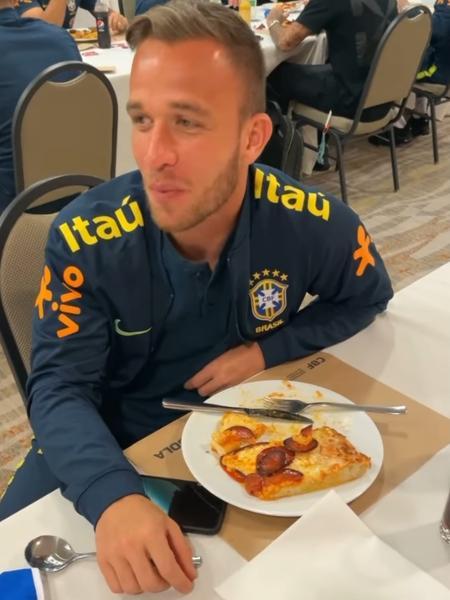 Thiago Silva zoa Arthur após vitória da seleção brasileira sobre o Uruguai - Reprodução/Instagram