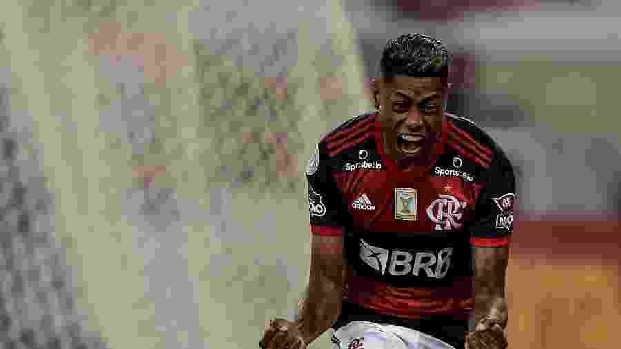 Bruno Henrique é o rei dos clássicos - Thiago Ribeiro/AGIF