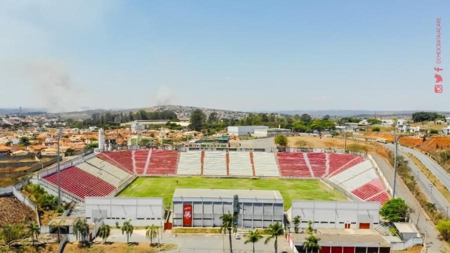 Arena do Jacaré recebeu os clubes de Belo Horizonte quando os estádios da capital ficaram fechados, entre 2010 e 2012 - Divulgação/Democrata-SL