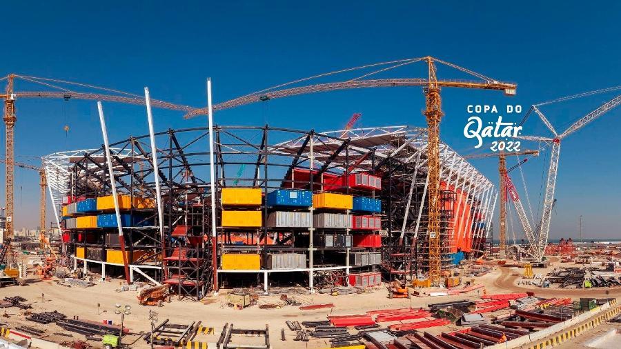 O estádio Ras Abu Aboud, que está sendo construído no porto de Doha com base de contêineres, será totalmente desmontado após a Copa do Mundo. - Divulgação/Fifa