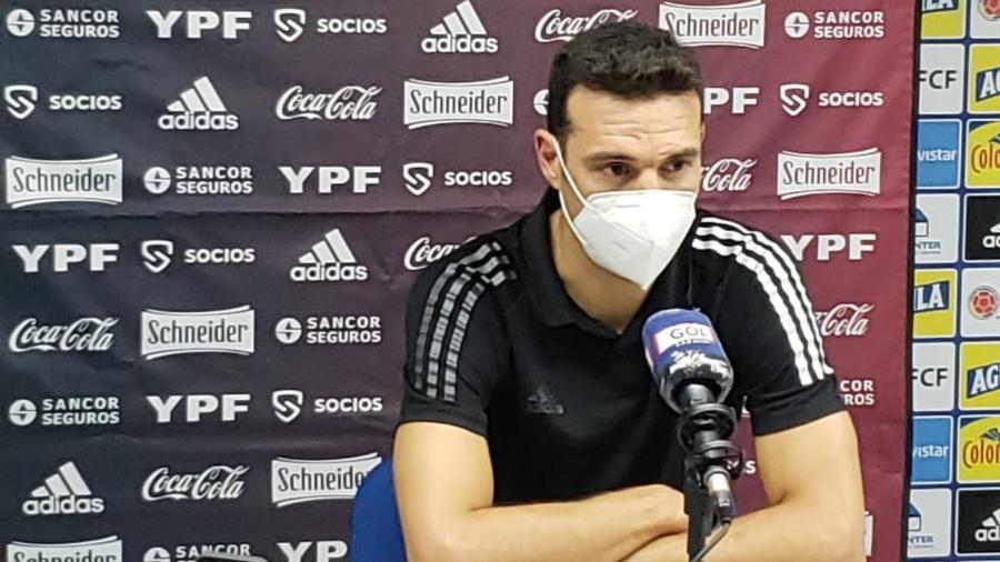 Técnico da Argentina,  Lionel Scaloni dá entrevista após empate com a Colômbia - Divulgação AFA