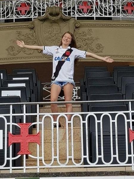 Catarinense Nicoli em sua visita a São Januário, quando trocou a festa de 15 anos pela visita ao estádio do Vasco - Arquivo Pessoal