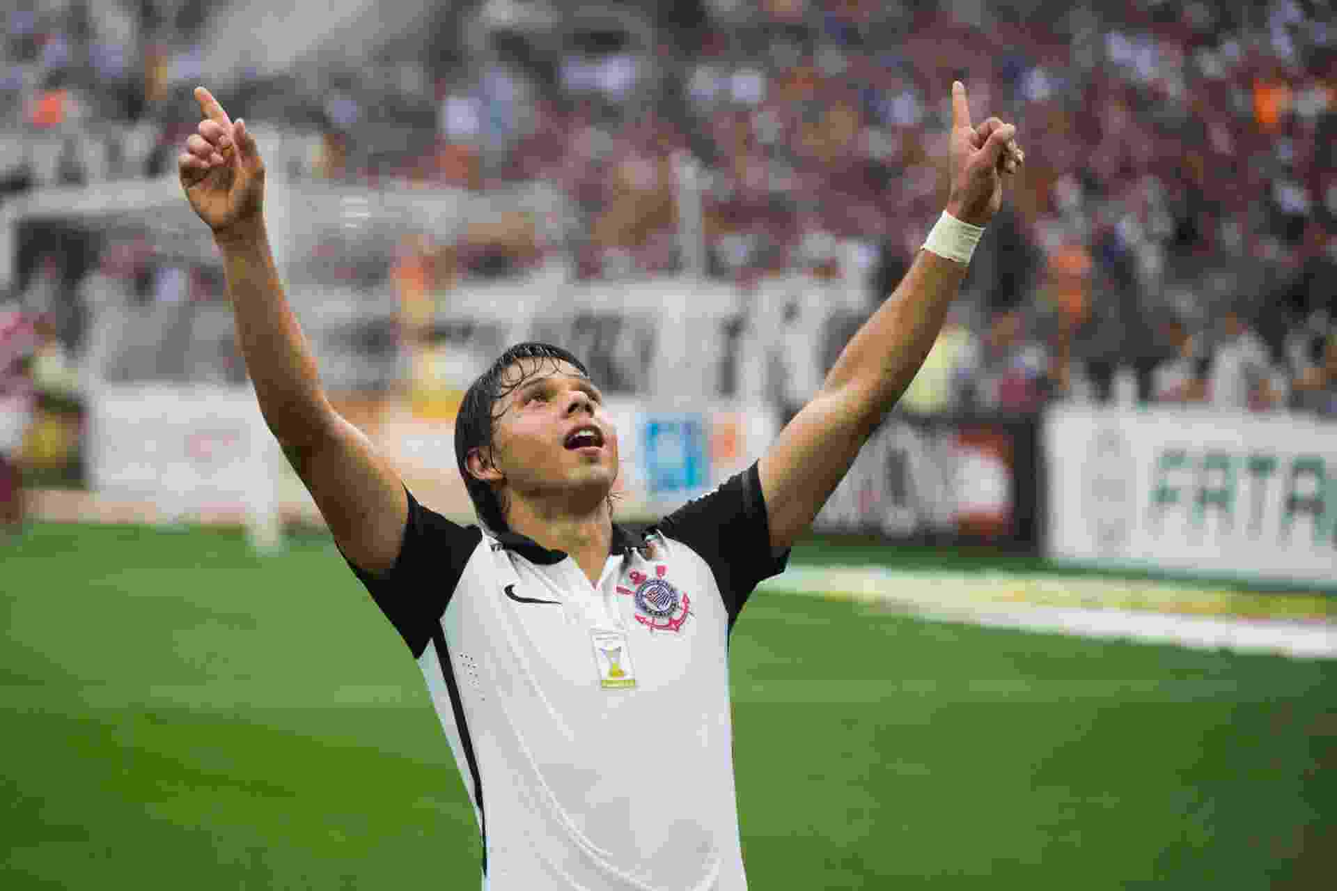 Romero comemora seu segundo gol marcado para o Corinthians sobre o Linense - Danilo Verpa/Folhapress
