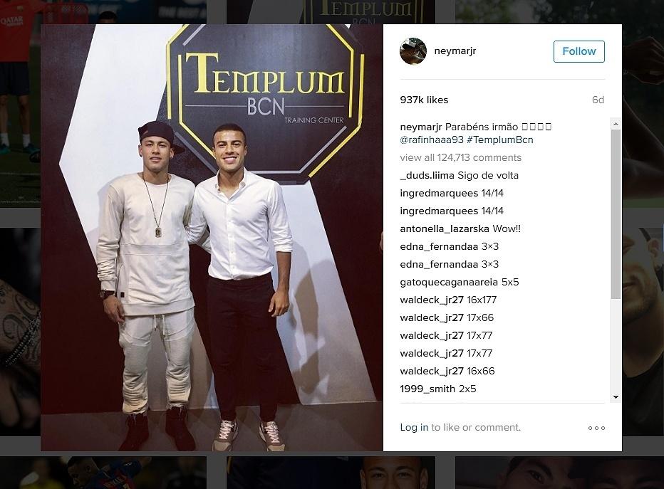Neymar comparece ao lançamento da academia de Rafinha em Barcelona