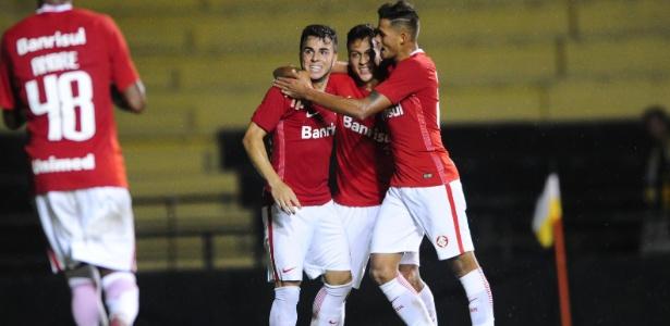 Andrigo (à esquerda) é considerado promessa, mas precisa de rodagem para se firmar no clube