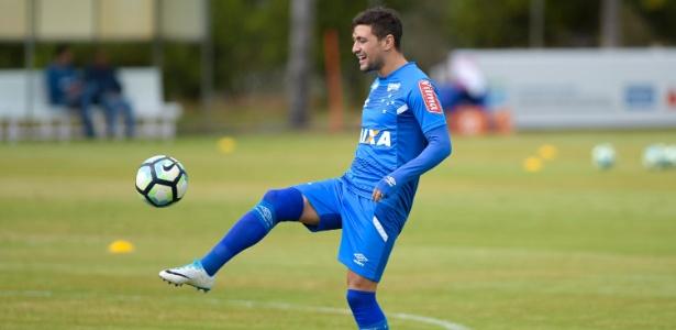 Giorgian De Arrascaeta foi poupado por Mano Menezes em treino do Cruzeiro - © Washington Alves/Light Press/Cruzeiro