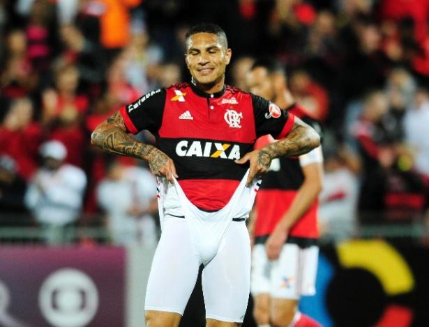 O atacante Paolo Guerrero e o Flamengo terão uma quinta-feira decisiva pela frente