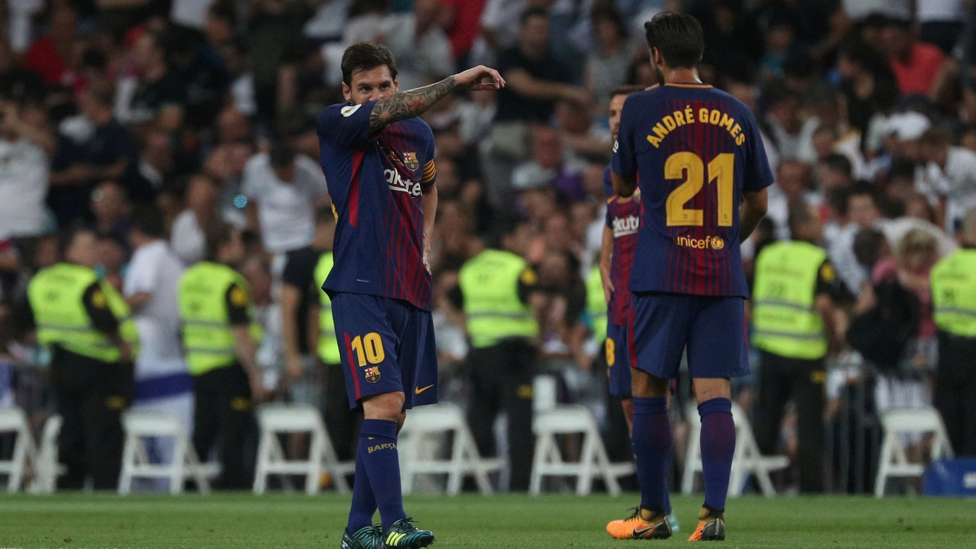 Messi lamenta gol sofrido pelo Barcelona para o Real Madrid