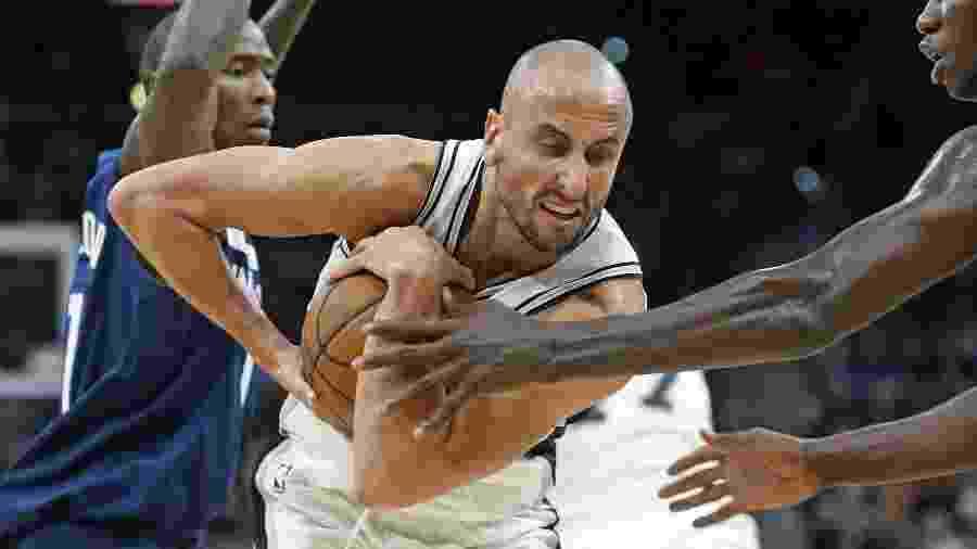 Manu Ginobili em partida dos Spurs contra o Minnesota Timberwolves - Ronald Cortes/AFP