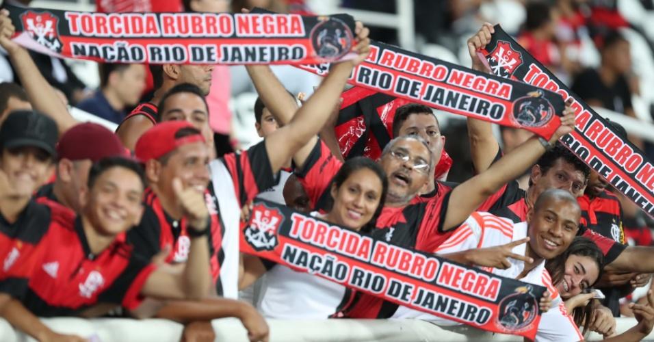 A torcida do Flamengo compareceu em número reduzido ao Nilton Santos (Engenhão)