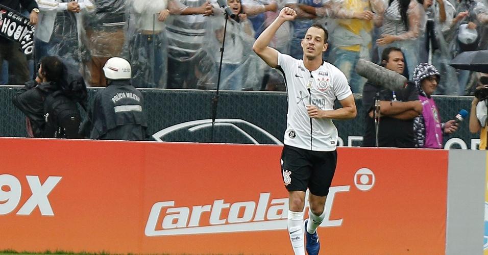 Rodriguinho comemora após marcar para o Corinthians contra o Fluminense