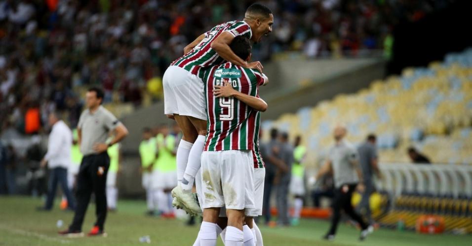 Jogadores do Fluminense comemoram gol diante do Atlético-PR no Maracanã pelo Campeonato Brasileiro 2018