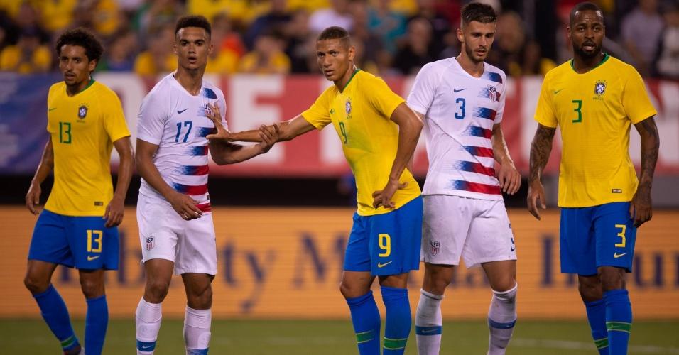 Richarlison e Dedé tiveram chance com Tite no primeiro jogo depois da Copa
