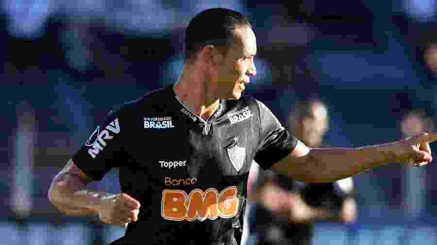 Ricardo Oliveira comemora gol em partida do Atlético-MG contra Danubio na Copa Libertadores - PABLO PORCIUNCULA / AFP