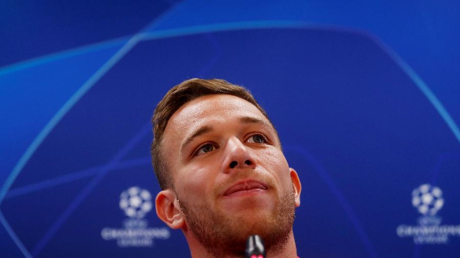 Arthur é alvo da Juventus, que insiste na contratação para completar acordo por Pjanic - REUTERS/Susana Vera