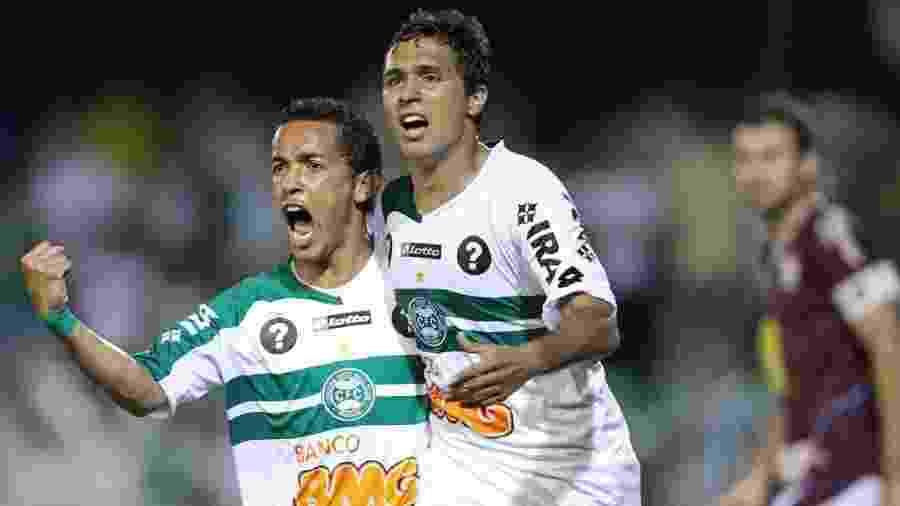 Rafinha (esq.) comemora gol do Coritiba em 2011 - Heuler Andrey/AE