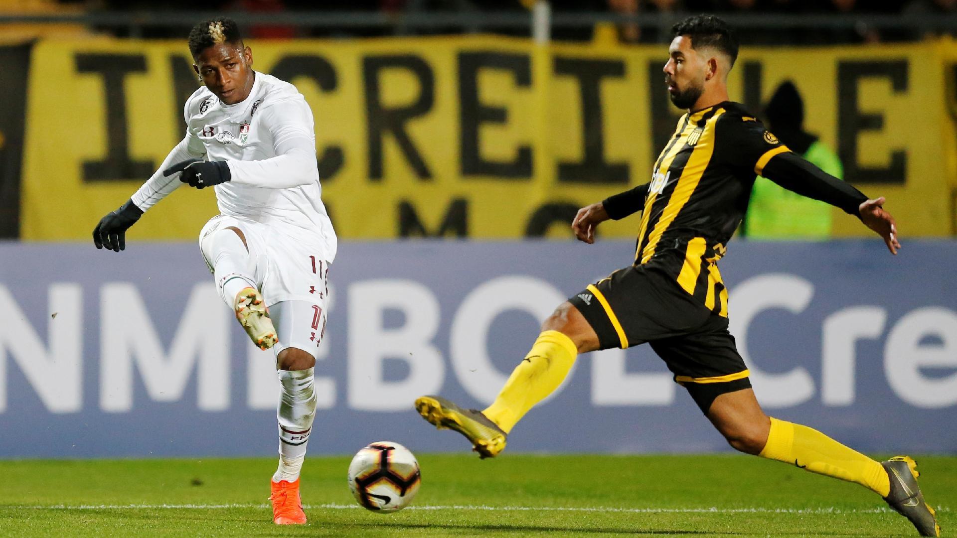 Yony, durante partida entre Fluminense e Peñarol