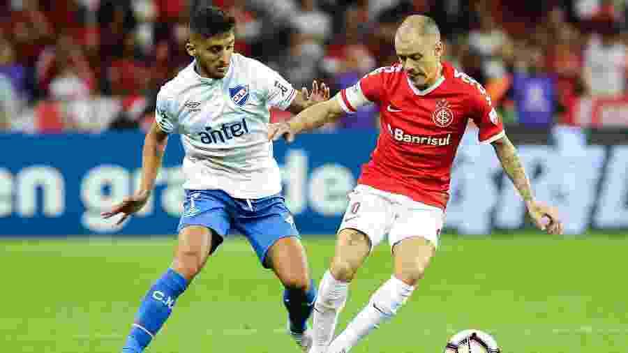 """D""""Alessandro reassume titularidade no time do Inter contra o Corinthians - Pedro H. Tesch/AGIF"""