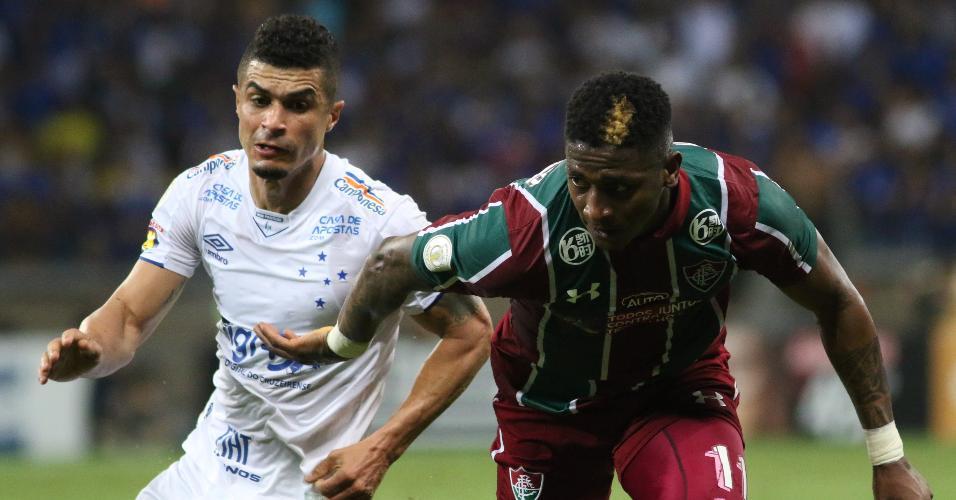 Egídio e Yony, durante partida entre Cruzeiro e Fluminense