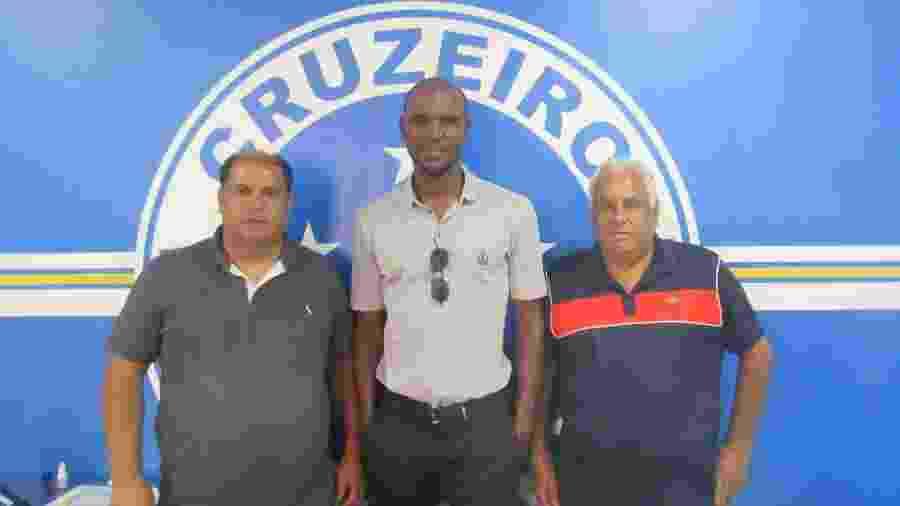 Éric Abidal visitou a Toca da Raposa e conheceu as dependências das categorias de base do Cruzeiro - Rodolfo Rodrigues/Cruzeiro