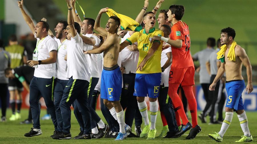 Jogadores da seleção brasileira comemoram conquista do Mundial sub-17 - Sergio Moraes/Reuters