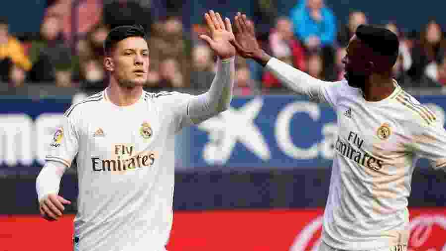 Luka Jovic (à esquerda) voltará ao Real Madrid depois de fazer novo teste para a covid-19 - VINCENT WEST / REUTERS