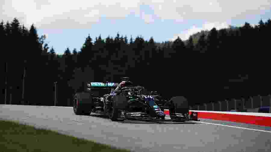 Lewis Hamilton da Mercedes durante o treino de classificação na Áustria - Bryn Lennon/Getty Images