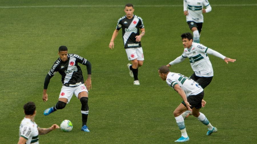 Coritiba e Vasco se enfrentam no Couto Pereira pelo Brasileirão - Robson Mafra/AGIF