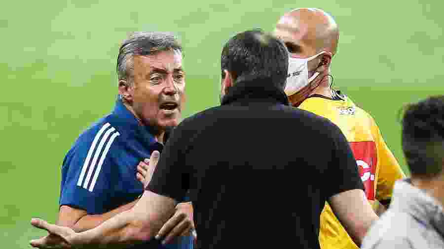 Domenec Torrent e Eduardo Coudet discutem durante a partida entre Inter e Flamengo - Pedro H. Tesch/AGIF