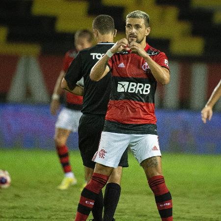 Arrascaeta comemora um dos gols do Flamengo na goleada sobre o Madureira - Alexandre Vidal/Flamengo