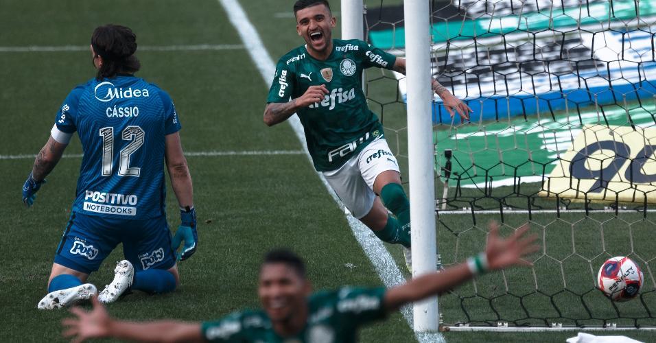 Victor Luis abriu o placar para o Palmeiras no dérbi em Itaquera
