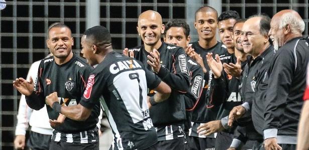 7ead662a38 Fábio Santos estreia no Atlético-MG contra o velho conhecido ...