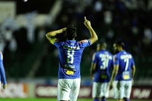 Trintão e valorizado, Henrique já estuda ideia de renovar com o Cruzeiro (Foto: Eduardo Valente/Light Press/Cruzeiro)