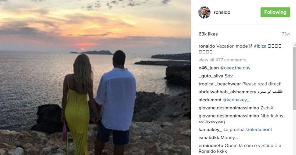 Sempre acompanhado de sua namorada Celina Locks, Ronaldo Fenômeno adora curtir paisagens paradisíacas, como Ibiza