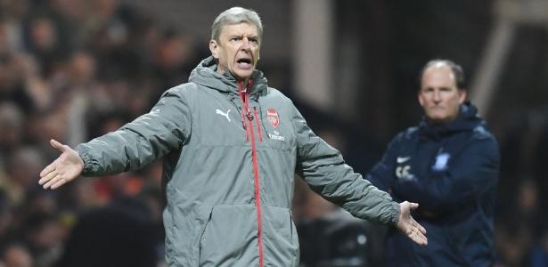 O técnico do Arsenal, Arsene Wenger, durante uma partida do Arsenal
