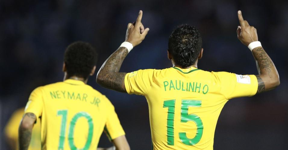 Paulinho e Neymar comemoram gol do Brasil sobre o Uruguai