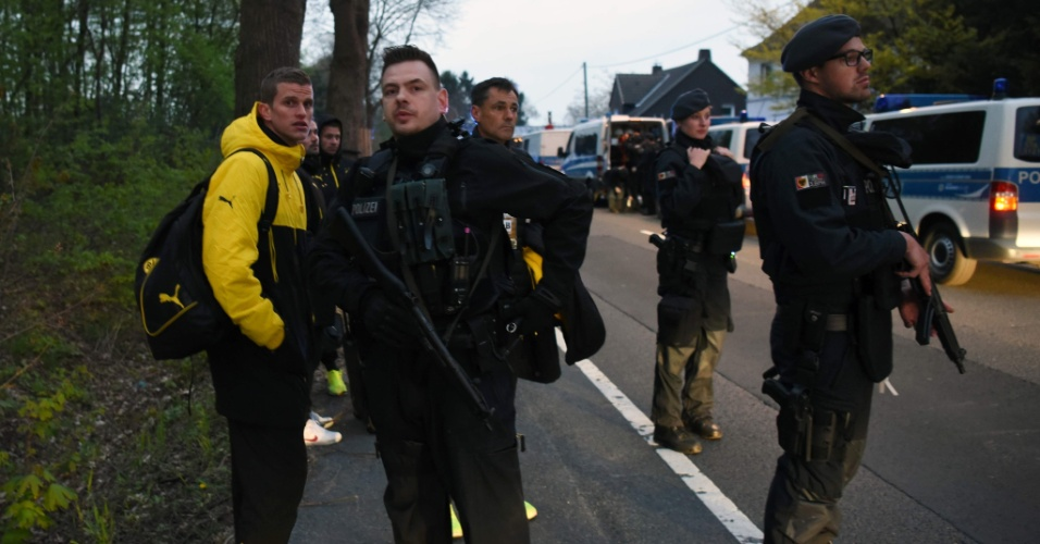 Polícia escolta jogadores do Borussia Dortmund