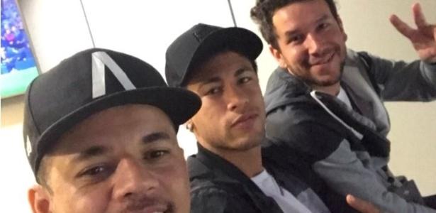 Suspenso, Neymar foi ao Camp Nou para assistir ao Barcelona contra a Real Sociedad